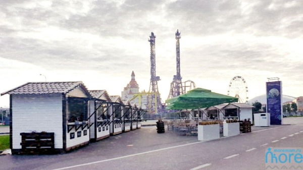 Ярмарка у Радужного моста